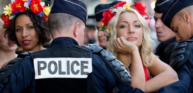 Femen: Türkiye Ortaçağ'ı Yaşıyor...