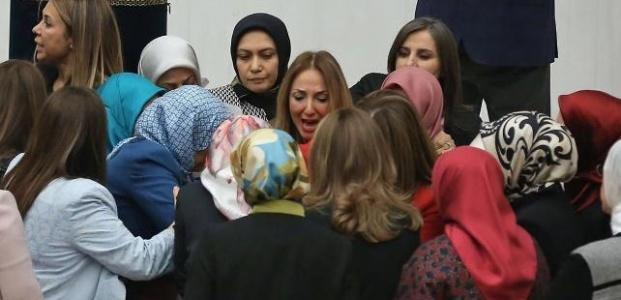 AKP'Lİ KADIN VEKİLLER ORTALIĞI KIRDI GEÇİRDİ!..