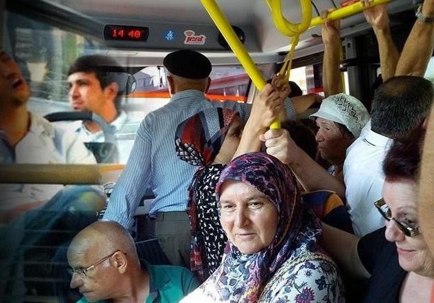 'TOPLU TAŞIMADA YAŞLILARA YER VERMEYİN'