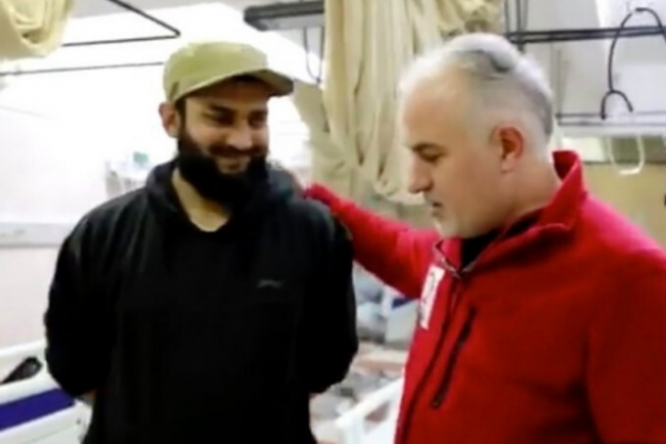 Kızılay Başkanı IŞİD'li Doktorla Poz Verdi!
