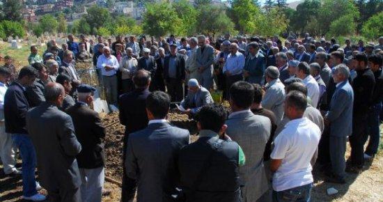 BDP'Lİ BAŞKANLAR, PKK'LI TERÖRİSTİN CENAZESİNDE...