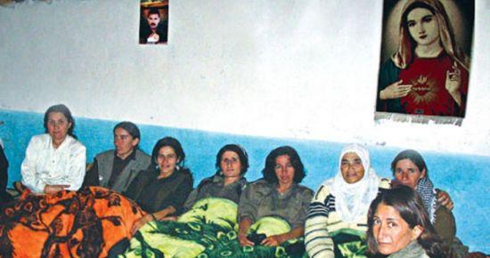 BU FOTOĞRAF PKK KAMPINDA ÇEKİLDİ VE...