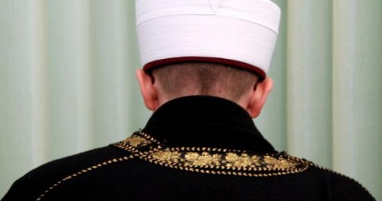 İMAM, AKP'Lİ BAŞKANI TACİZ ETTİ