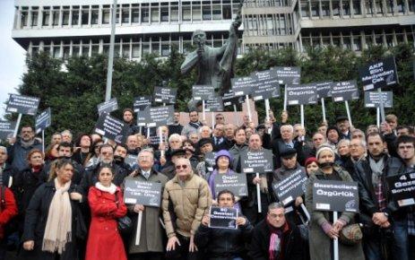 İZMİRLİ GAZETECİLER DE PROTESTO ETTİ