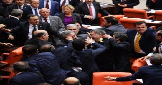 MECLİS'TE MEYDAN KAVGASI...