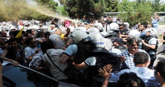 MEMUR İŞ BIRAKTI, HALK ÇİLE ÇEKTİ...