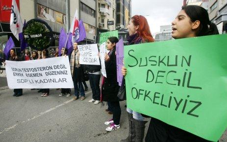 SDP'Lİ KADINLARDAN 'DEKOLTE' EYLEMİ