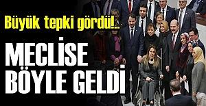 PES! MECLİSE SANDALYEDE GELDİ...