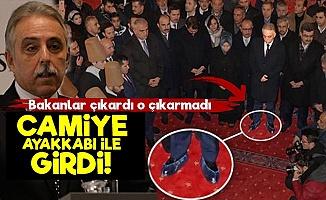 Vali Bey Camiye Ayakkabı İle Girdi!