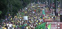 1 MİLYON KİŞİ YOLSUZLUĞU PROTESTO ETTİ