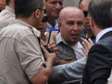 YUMRUKLAMADA POLİSLER AÇIĞA ALINDI