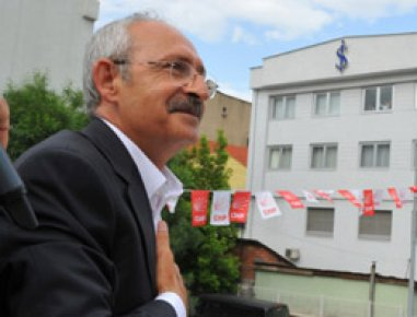 GANDİ AK PARTİ'Yİ FİL'E BENZETTİ