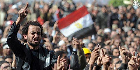MISIR'DA HALK EVE DÖNMÜYOR