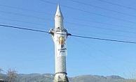 Minarede AKP Bayrağı!