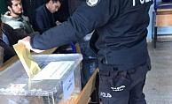 Polisler Belgesiz Oy Kullanıyor!