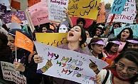Pakistan'da Tecavüzcüler Hadım Edilecek